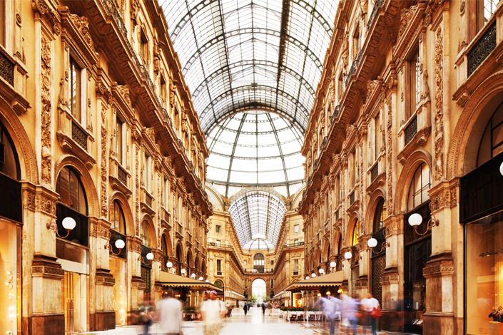 Mediolan - wnętrze domu towarowego Galleria Vittorio Emanuele II
