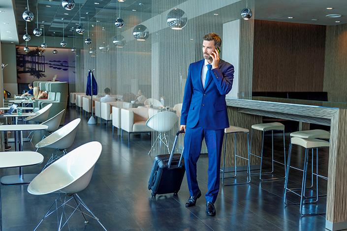 Интерьер зала ожидания Erste Premier Lounge в Терминале 2 Аэропорта Вацлава Гавела в Праге