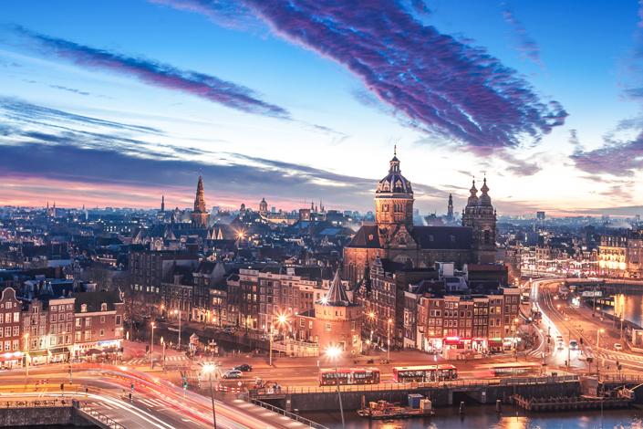 Amsterdam - letecký pohled na město s basilikou sv. Mikuláše