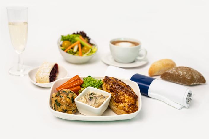 Menú Gourmet - Menú caliente con pollo servido en los vuelos de Czech Airlines